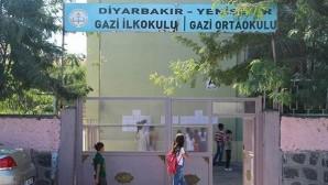 Bazı okulların idarecileri, görüntü almaya çalışan gazetecileri kovaladı
