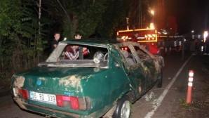 Kaza yaptı, yaralı eşi ve 4 çocuğunu bırakıp kaçtı