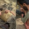 Yaralı teröristi askerler tedavi etti