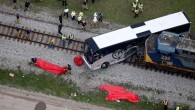Tren yolcu otobüsüne çarptı! Ölü ve yaralılar var