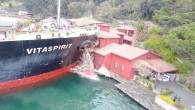 İstanbul Boğazı'nda kaza: Gemi yalıya çarptı