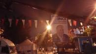 İstanbul Gaziosmanpaşa meydanında CHP'nin adayı Muharrem İnce nin afişlerini polis takamazsınız diye indiriyor