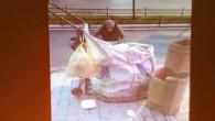 Bu ülkenin 70 yaşında anası çöplerden kağıt topluyor ama Suriyeliler bu ülkede keyif sürüyor.