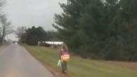 Okul servisinden atılan kızını soğukta 8 km yürüttü