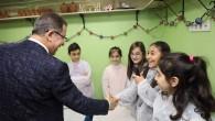Deniz Köken'den Çocuklara Topaç Çevirme Dersi
