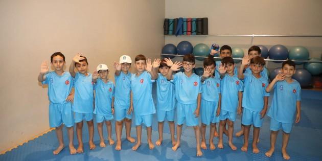 Eyüpsultanlı Çocuklar Karate Öğreniyor