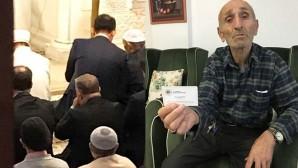 Burası Allah'ın evi' dedi, Bakan'a camide yerini vermedi