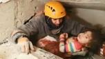 Küçük çocuk 24 saat sonra kurtarıldı!