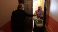Başkan Deniz Köken'in Hediyesi Fatma Teyzeye Teslim Edildi