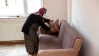 Sanatçı Haluk Levent'in çağrısıyla gecekonduda yaşayan Ülker teyze, yeni evine kavuştu