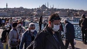 Türkiye'de koronavirüsten 18 can kaybı: Yeni vaka sayısı 1443