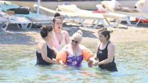 Sakıp Ağa'nın kızı Dilek Sabancı Bodrum'da 100 TL'lik plajda