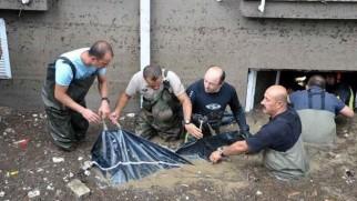 TOKİ'den dere yatağına konut yaptı, selde 3 kişi öldü