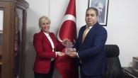 """Başarılı İş Kadını İnci Özalp'e """"BİLİŞİM VE YAZILIM ÖDÜLÜ"""" verildi."""