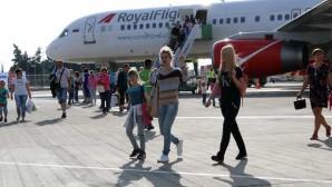 Suriyeliler, Türkiye'ye balayına gelen Rus çifti soyup soğana çevirdi