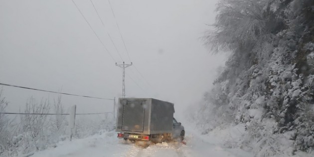Kastamonu'da 613 köy yolu ulaşıma kapandı Kastamonu'da yoğun kar yağışı etkili oluyor