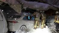 Eyüpsultan'da lisenin kapalı spor salonu çatısı çöktü!