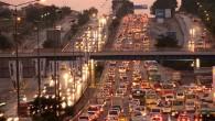 Kısıtlama öncesi, kentte trafik yoğunluğu yaşanıyor