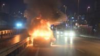 Başka sürücünün uyarısı hayatını kurtardı! Otomobil alevler içinde kaldı