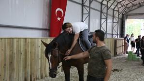 Eyüpsultanlı özel öğrencilere atla terapi