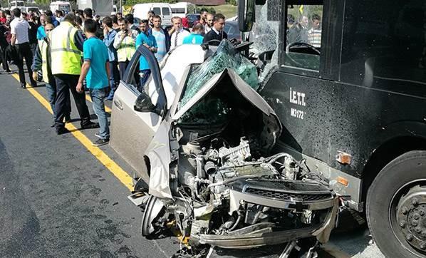 istanbul-sefakoy-de-otomobil-metrobus-yoluna-girdi-2439817