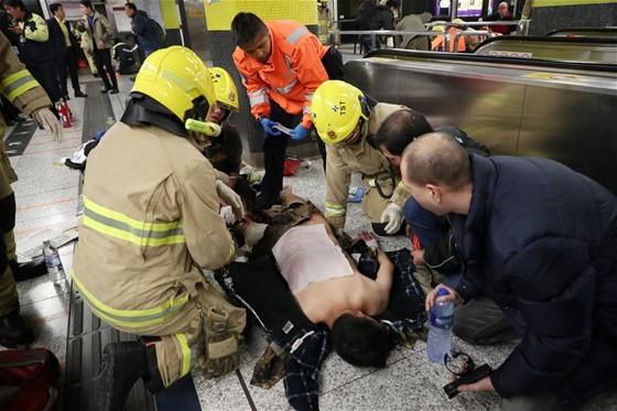 hong-kong-da-metroda-yangin-agir-yaralandilar-2691725
